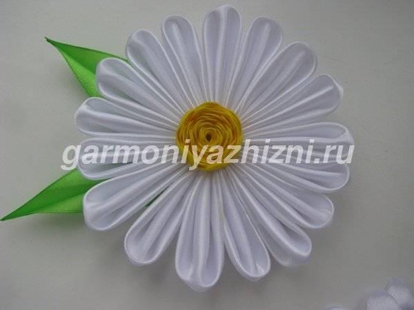 romashka-iz-atlasnyih-lent.jpg