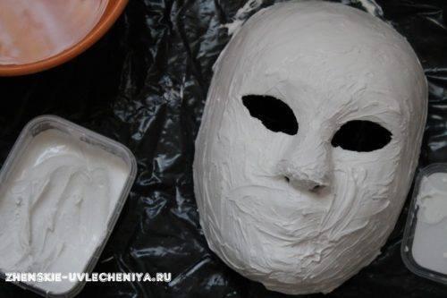 maski-iz-pape-mashe-svoimi-rukami-master-class-16-500x333.jpg