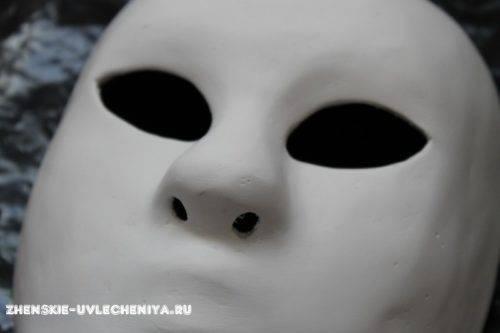 maski-iz-pape-mashe-svoimi-rukami-master-class-21-500x333.jpg